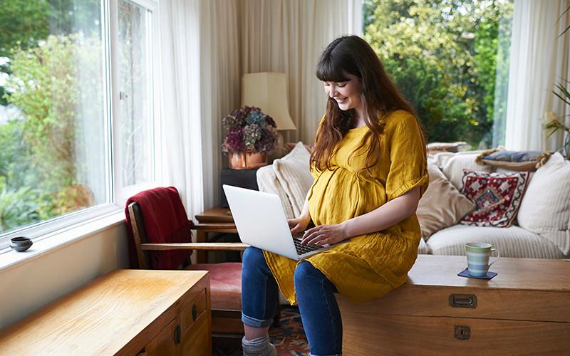 Pregnant woman on laptop