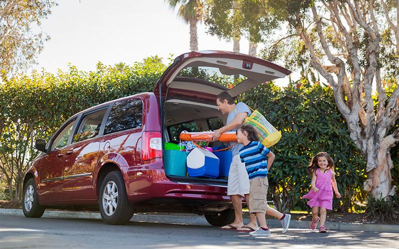 dad packing up minivan