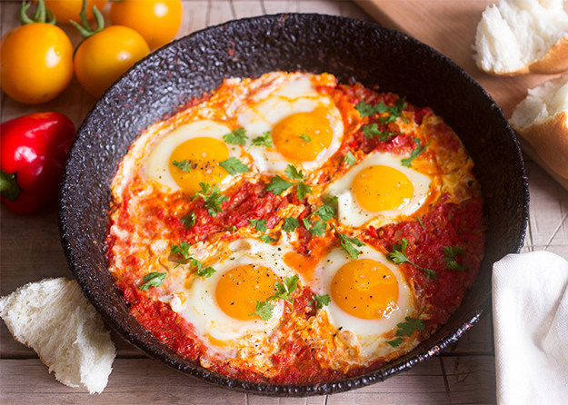 photo of eggs instead a pan with other ingredients